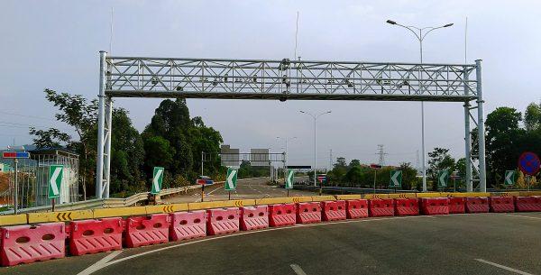 Transportation facility gantry frame